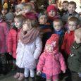 Wspaniały przykładzaangażowania dzieci i rodziców w utrzymanie tej pięknej Polskiej tradycji śpiewania kolęd.